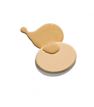 Maquillaje líquido ligero tono nude claro